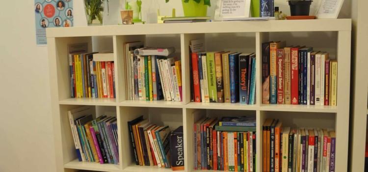 Vara la biblioteca Training Café
